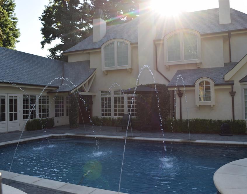 custom swimming pool builders
