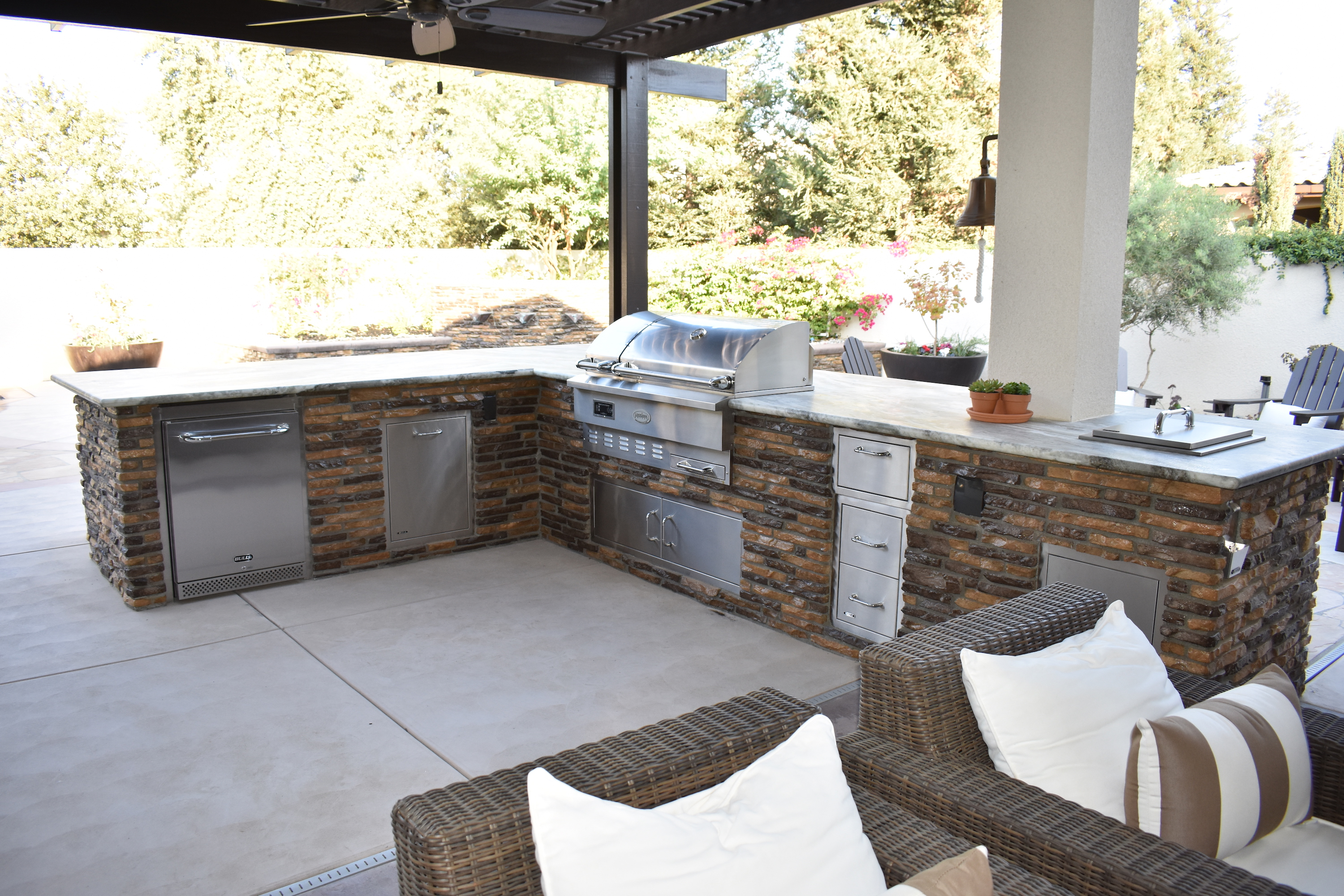outdoor kitchen islands