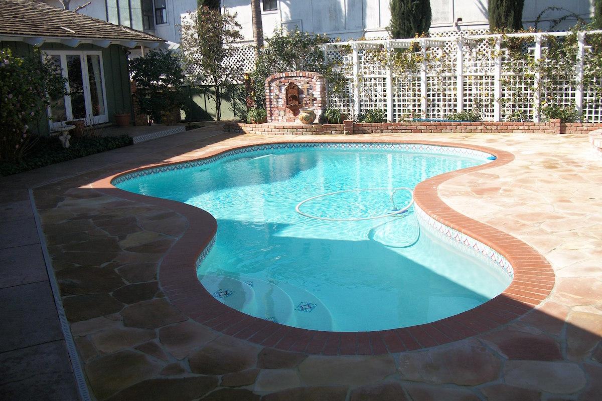Bakersfield pool contractors