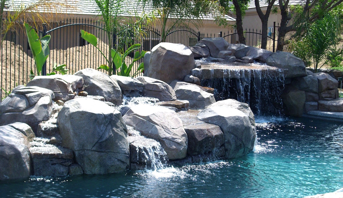 pool builders Bakersfield