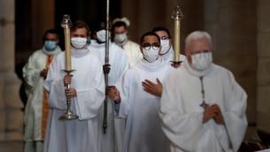 聖誕期内的節日司鐸能舉行四台彌撒