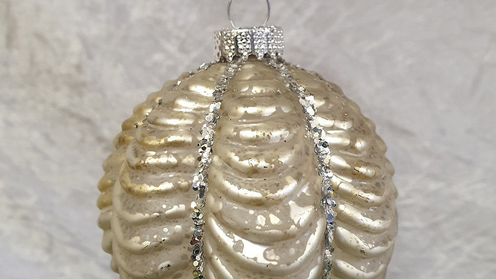 Silver Ruffle Look Bauble