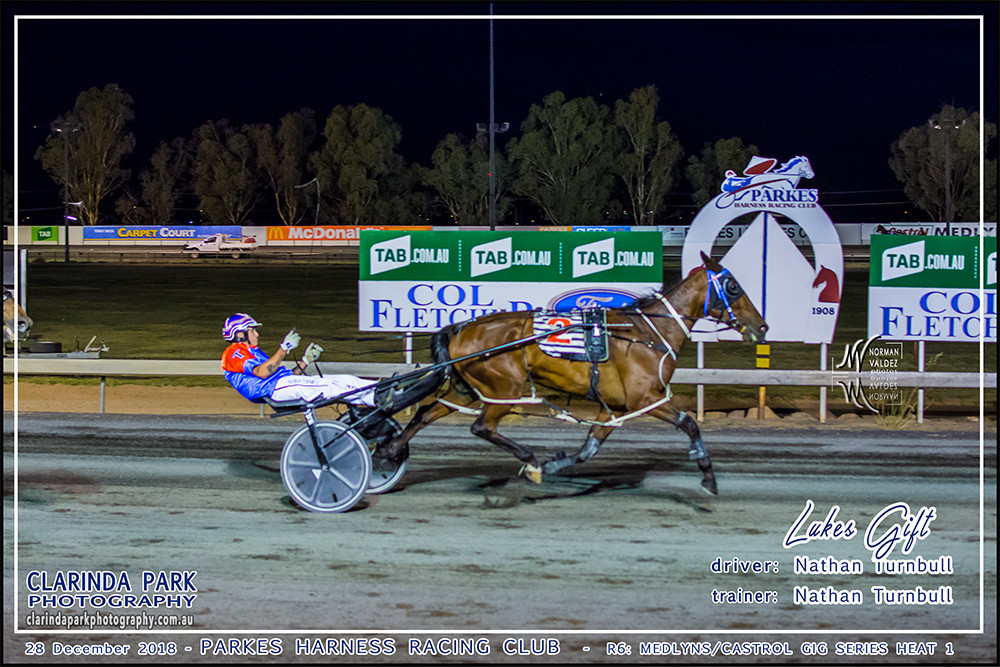 Race 6: Medlyns Castrol Gig Series Heat 1 has been won by Lukes Gift driven and trained by Nathan Turnbull
