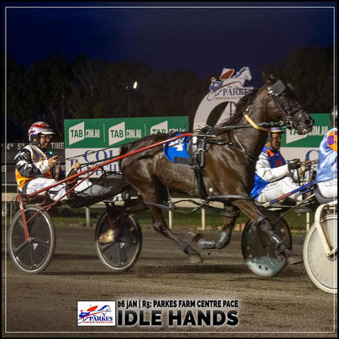 IDLE HANDS, driven by Doug Hewit, wins at Parkes Trots