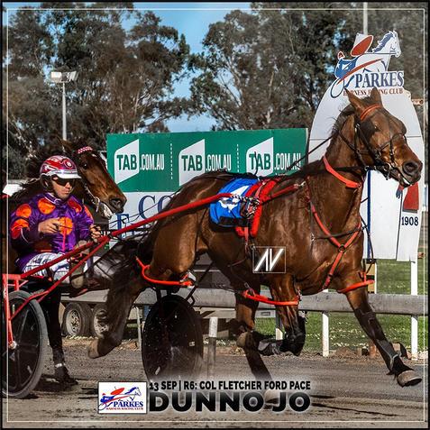 DUNNO JO, driven by Doug Hewitt, wins at Parkes Harness