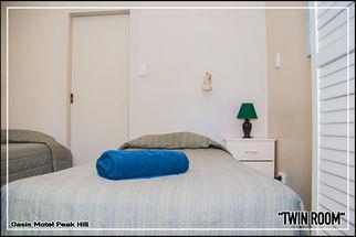 Oasis Motel Peak Hill - book Twin Room - 019