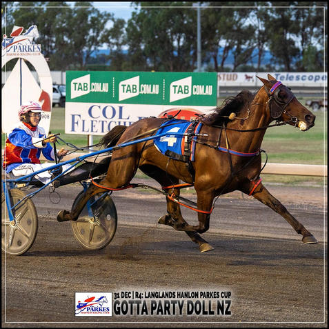 GOTTA PARTY DOLL NZ, driven by Isobel Ross, wins at Parkes Trots