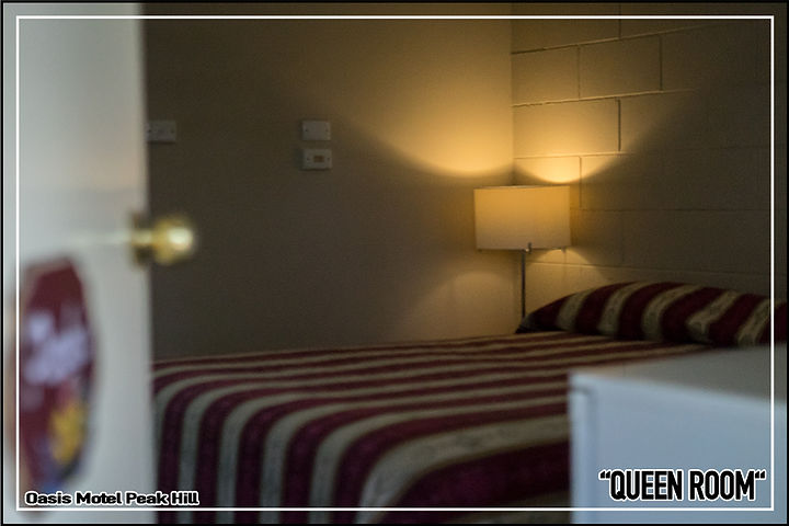 Oasis Motel Peak Hill booking accommodation queen room