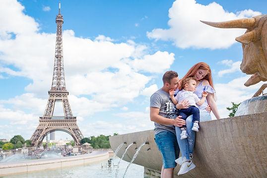 Fotógrafo em Paris, Familia no Trocadero, junto à Torre Eiffel