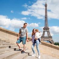 Pai-Mãe-Filho-Torre Eiffel-Escadaria