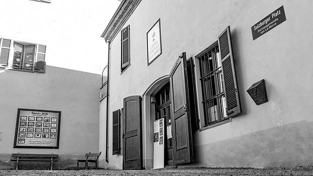 Cantina_La_Morra_esterno_bn-1.jpg