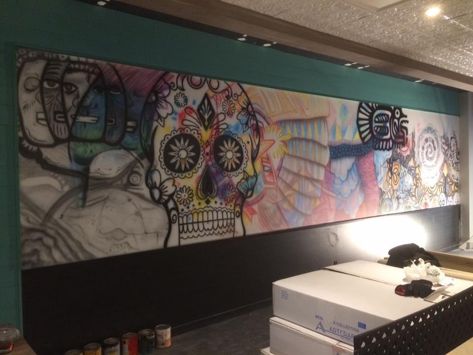 Peinture au airbrush sur murale | Design Yan Pigeon artiste québécois