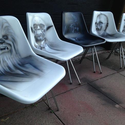 Artiste peintre acrylique | Chaises Star Wars au airbrush | Yan Pigeon