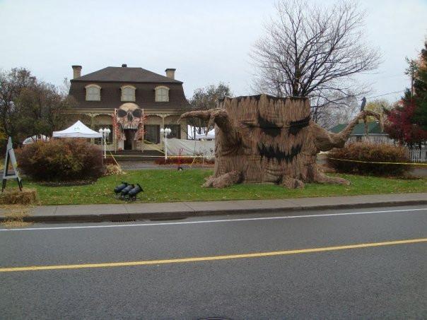 Décoration Halloween Québec | Exposition artiste peintre | Yan Pigeon 5