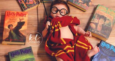 Photo de bébé  | Séance photo «Harry Potter» pour un bébé de 3 mois. Tout à fait adorable!