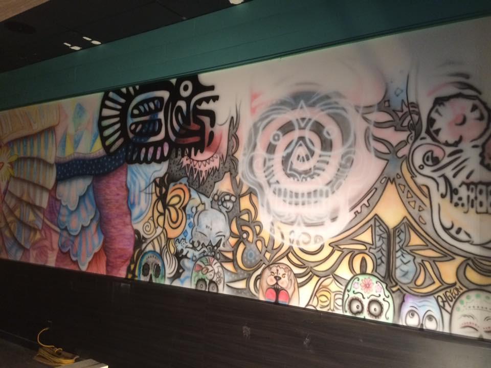 Peinture au airbrush sur murale | Design Yan Pigeon artiste québécois 2