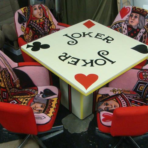 Table de poker au aibrush | Peintre sur meuble à Québec | Yan Pigeon