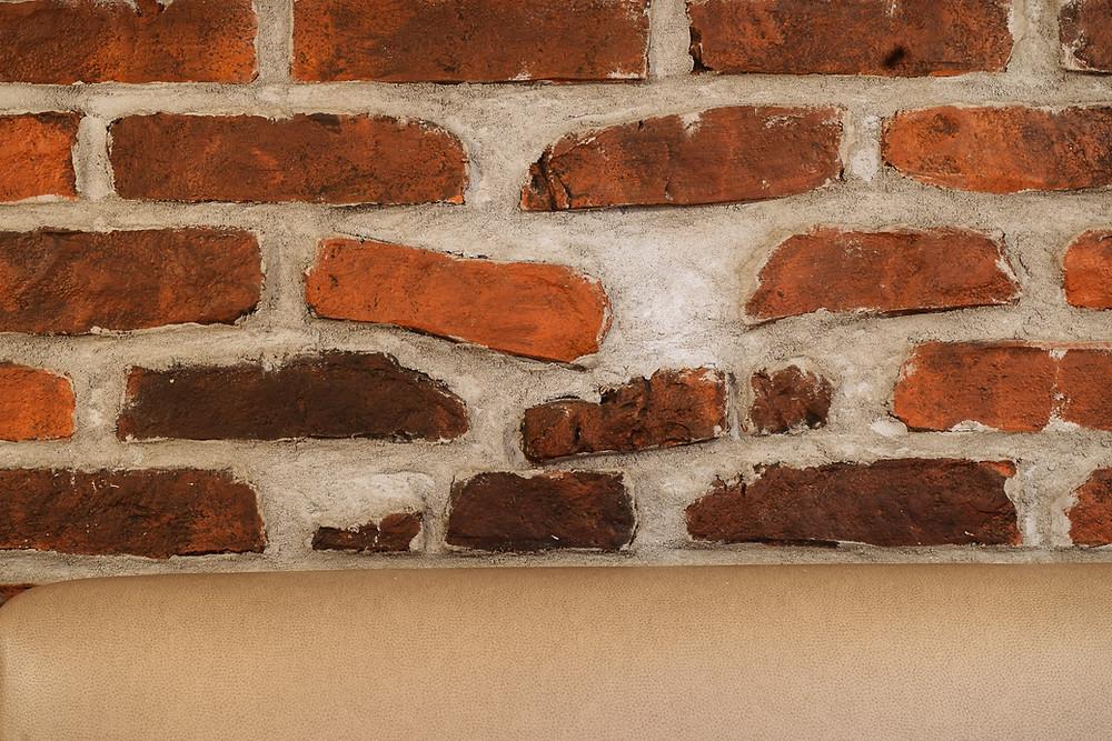 Fausse brique et faux fini de fausse pierre en plâtre et airbrush à Québec - Yan Pigeon artiste et peintre à Québec 3