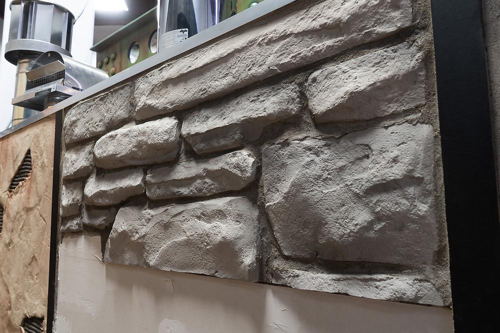 Fini de mur en pierre blanche | Décoration intérieur au airbrush | Yan Pigeon artiste et peintre Québec 6