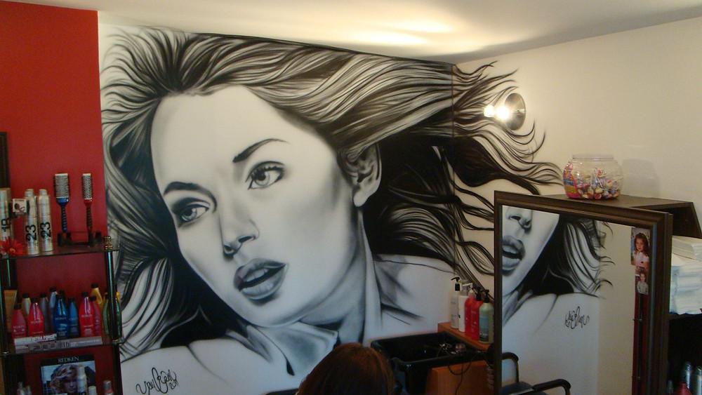 Portrait féminin en noir et blanc | Yan Pigeon artiste et peintre de rue à Québec
