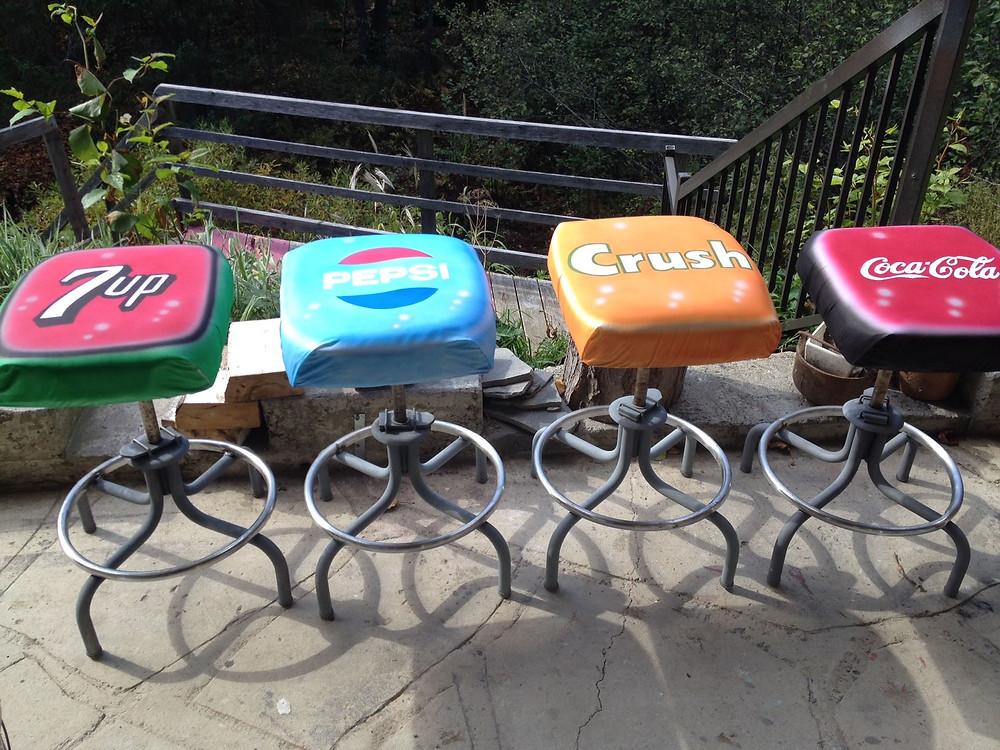 Chaises peinturé au airbrush à Québec   Yan Pigeon artiste et peintre