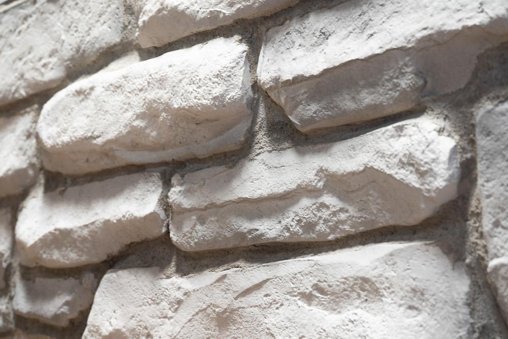 Fini de mur en pierre blanche | Décoration intérieur au airbrush | Yan Pigeon artiste et peintre Québec