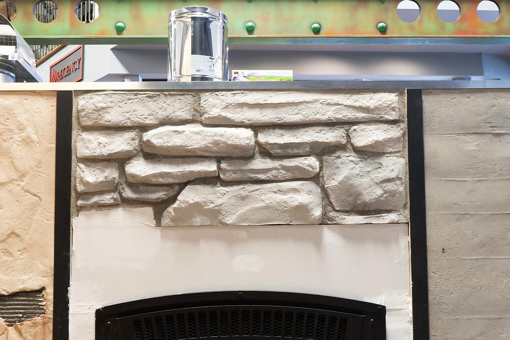 Fini de mur en pierre blanche | Décoration intérieur au airbrush | Yan Pigeon artiste et peintre Québec 3