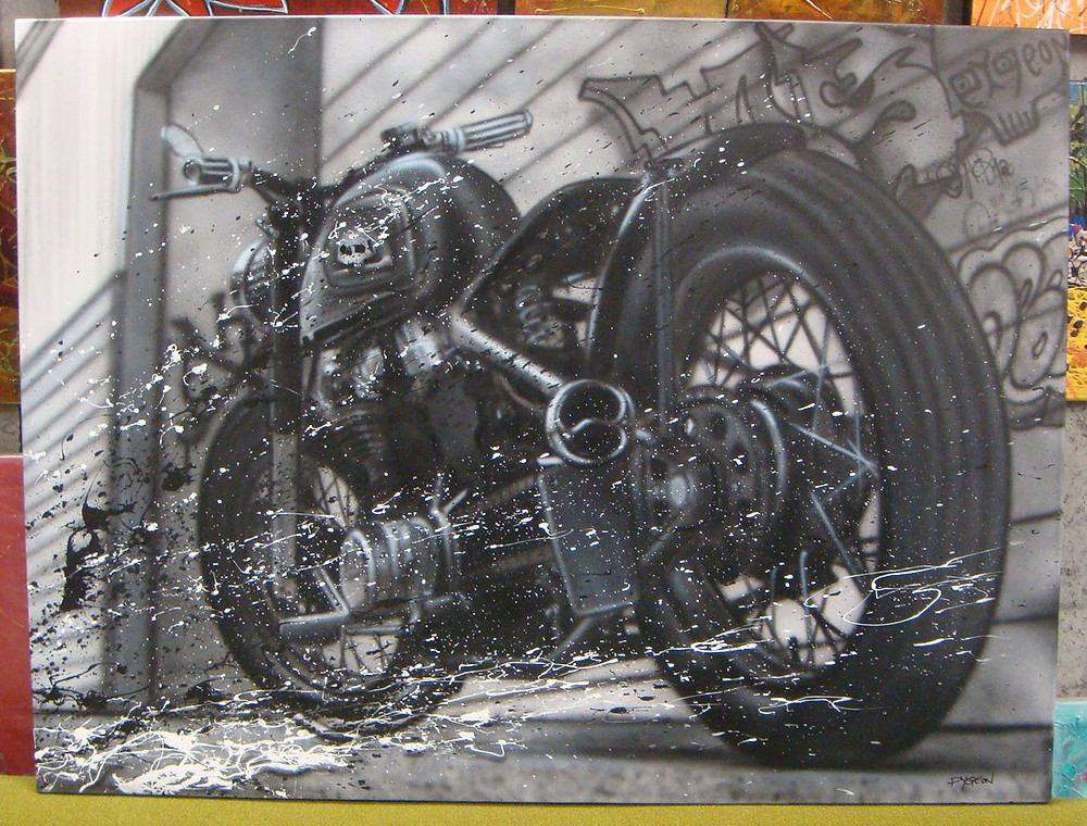 Peinture au airbrush de moto sur une toile carrée à Québec | Design par Yan Pigeon