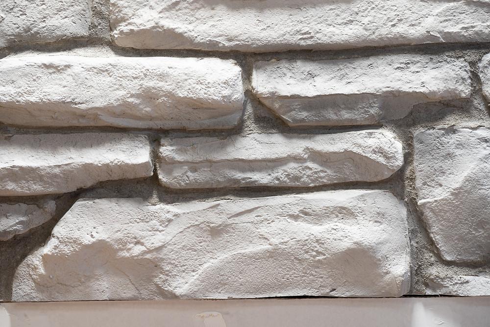 Fini de mur en pierre blanche | Décoration intérieur au airbrush | Yan Pigeon artiste et peintre Québec 4