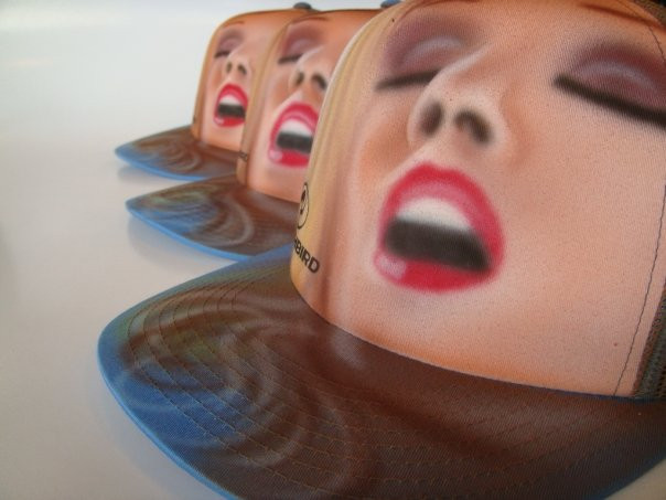 Artiste peintre Yan Pigeon | Airbrush sur calottes | Facecbook