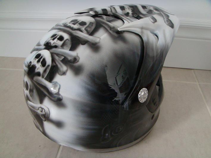 Airbrush sur casque de moto | Yan Pigeon | Peintre sur vetement 2