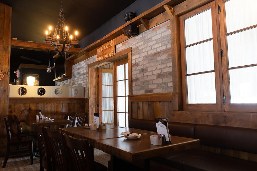 Décoration pour salon - faux fini en mur de pierre dans un restaurant | imitation de brique à Québec 5