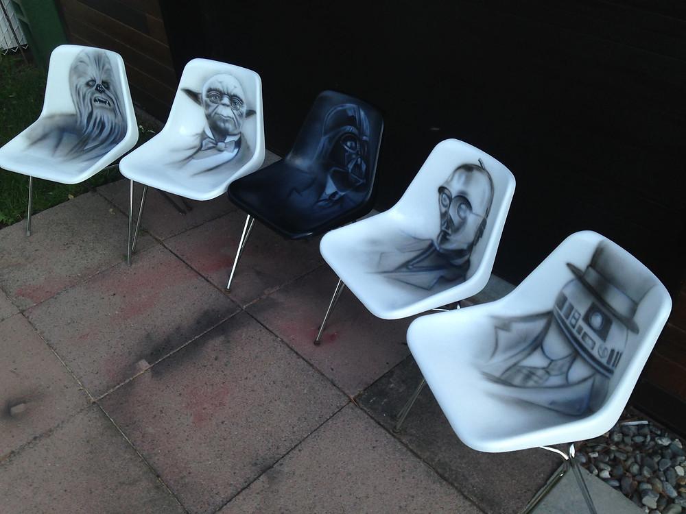 Star Wars au airbrush et acrylique sur chaises | Yan Pigeon peintre et artiste Québécois 2