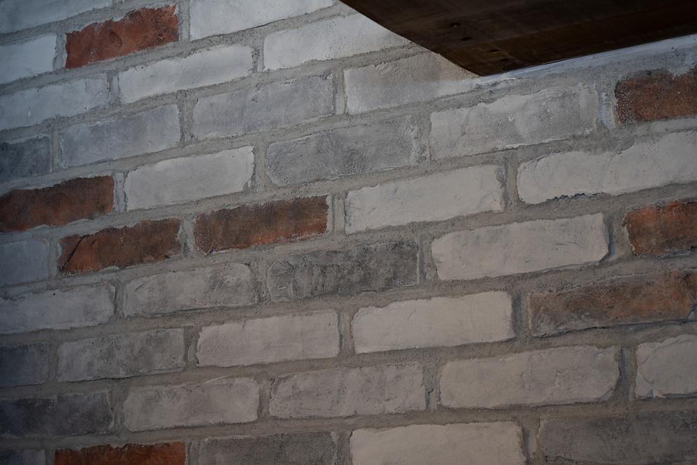 Décoration pour salon - faux fini en mur de pierre dans un restaurant | imitation de brique à Québec 2