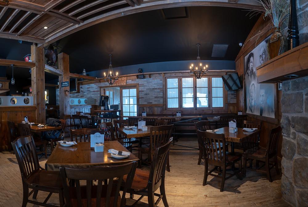 Décoration pour salon - faux fini en mur de pierre dans un restaurant | imitation de brique à Québec 3