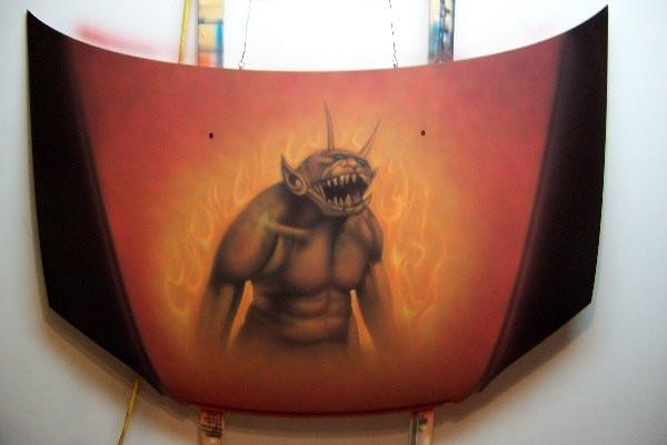 Airbrush sur capot de véhicule | peinture de démon -|Yan Pigeon