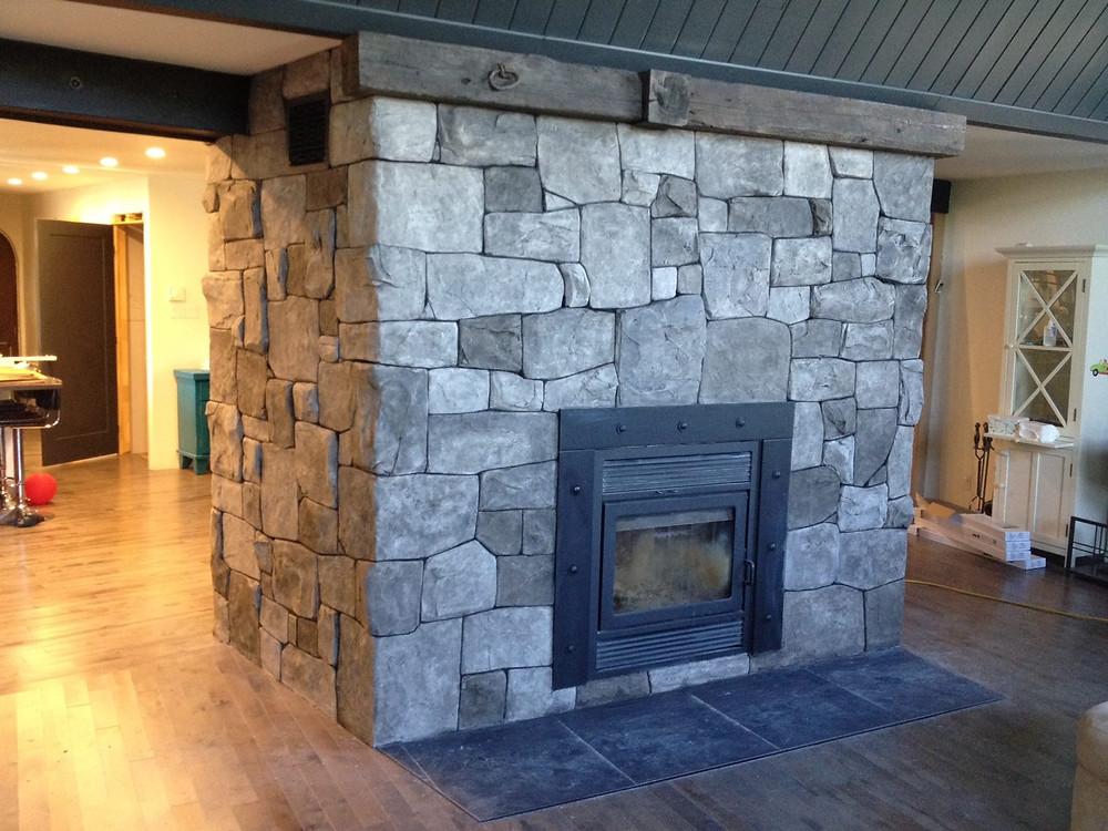 Fini en mur de pierre pour salon intérieur   Fini mureaux de Yan Pigeon 2