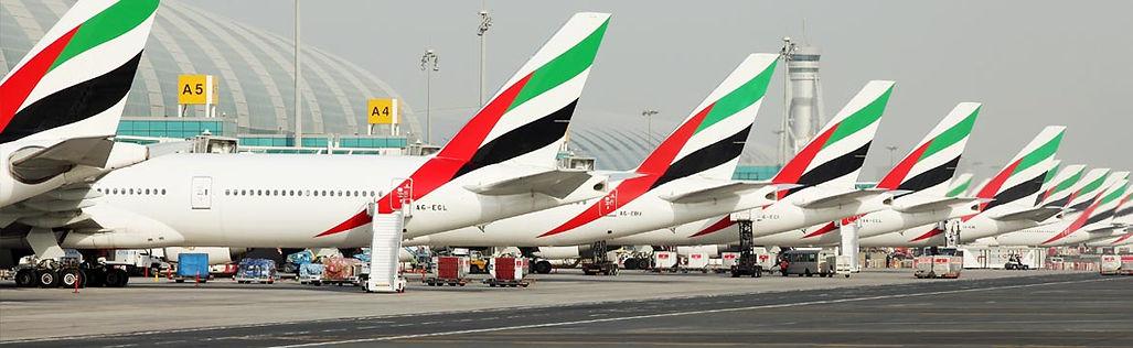 Dubai Vizesi İşlemleri Dubai Vizesi İçin Gerekli Evraklar Dubai vizesi için gerekli evraklar, Dubai seyahatinizin içeriğine göre değişiklik gösterecektir. Şöyle ki, Dubai turistik vize, Dubai ziyaret vizesi, Dubai ticari vize Dubai seyahatinizin içeriğini belirleyen vize çeşitleridir. Vize talep gerekçenize göre başvuru evraklarınız farklılık gösterirken. Ayrıca Konsolosluk bazı durumlarda ek evrak talebinde de bulunabilmektedir. Dubai Konsolosluğunun talepte bulunduğu ek evraklar Dubai vizesi için gerekli olan evrakları farklılaştırır.  Dubai Vize İşlemleri Dubai Emirliği/Birleşik Arap Emirlikleri(BAE)'ne seyahat etmek isteyen Umuma Mahsus Pasaport hamili Türkiye Cumhuriyeti vatandaşları ülkeye giriş yapabilmek için Dubai vizesi başvurusunda bulunmak zorundadır. Hizmet Pasaportu, Hususi Pasaport ve Diplomatik Pasaport hamilleri ise 180 gün içinde 90 günü aşmayan seyahatlerinde Dubai (BAE) vize işlemlerinden muaftır. Dubai Emirliği'ne seyahat etmek isteyen kişiler ülkeye gerçekleştirec