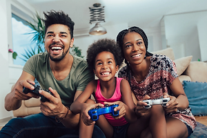 route119.shop-family-playing-video-games