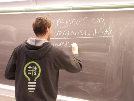 Andreas hadde privatundervisning med Jakob – Nå studerer de på samme universitet!