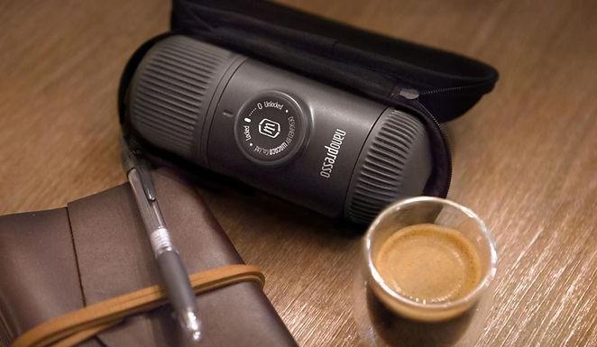 Préparer du café avec une machine à café portable