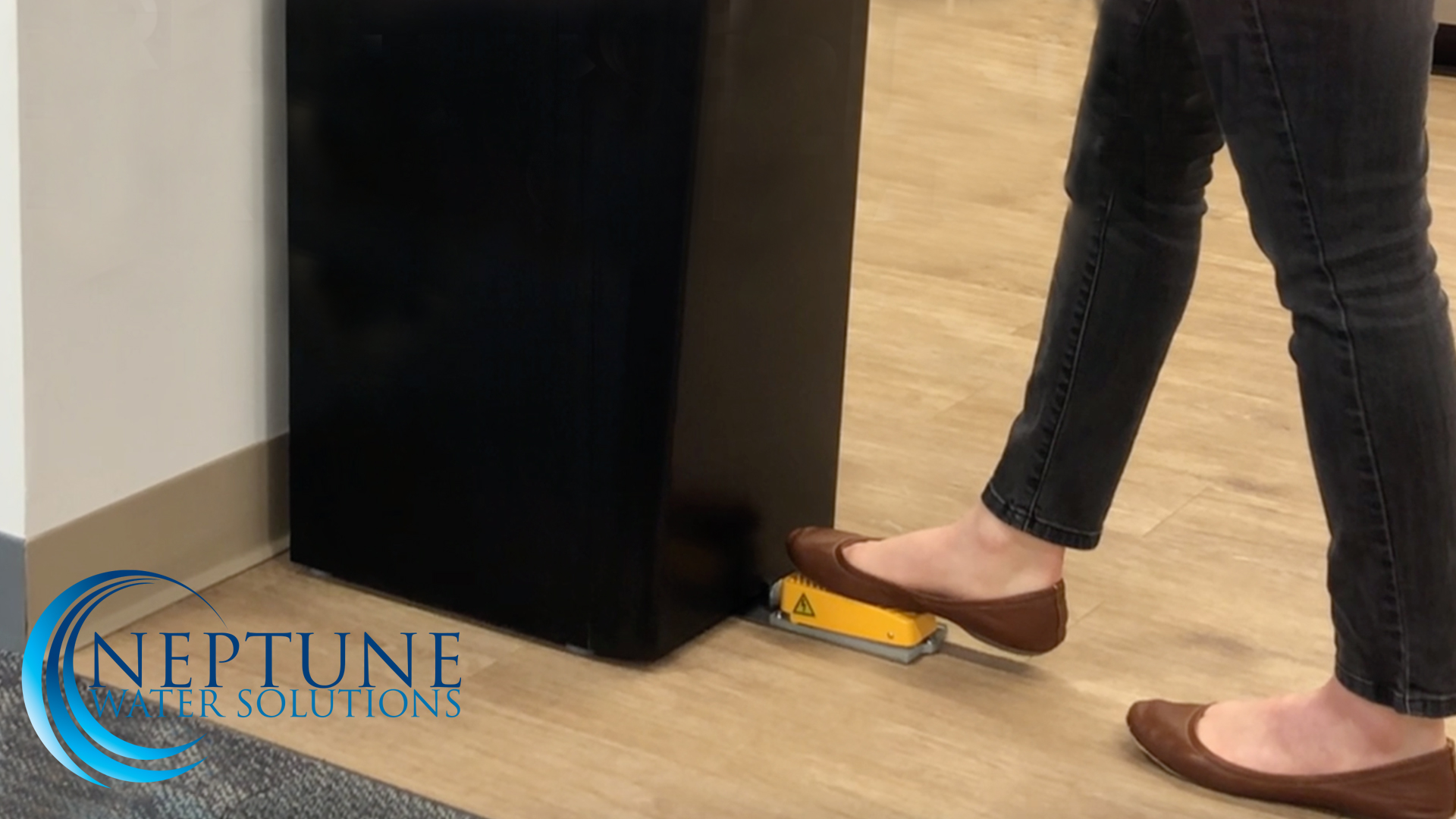 NWS 9000 Touchless Foot Pedal