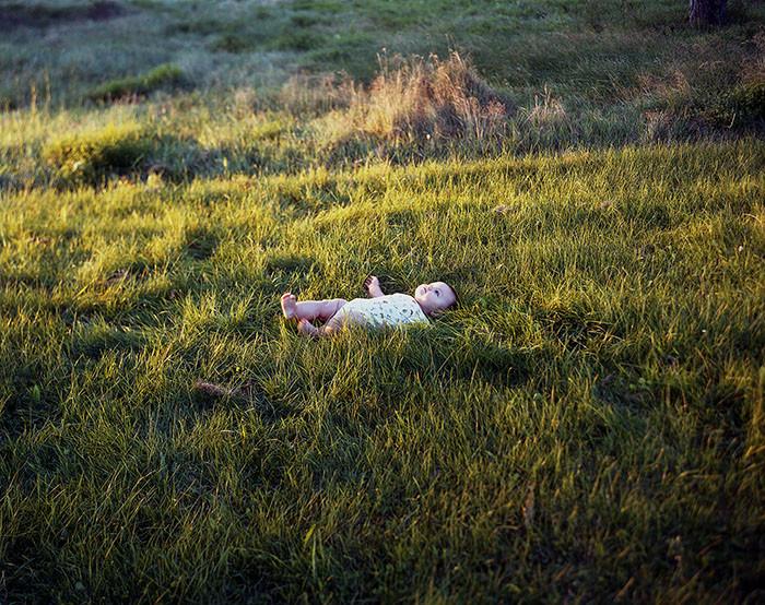 Lucía in Grass