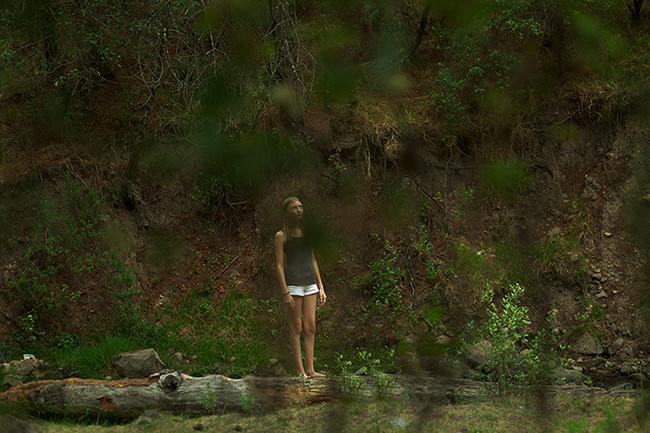 Lola en bosque/Lola in Woods