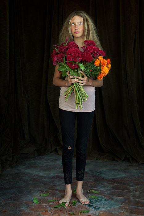 Lola con flores del día de la muerte/Lola with Day of Dead Flowers