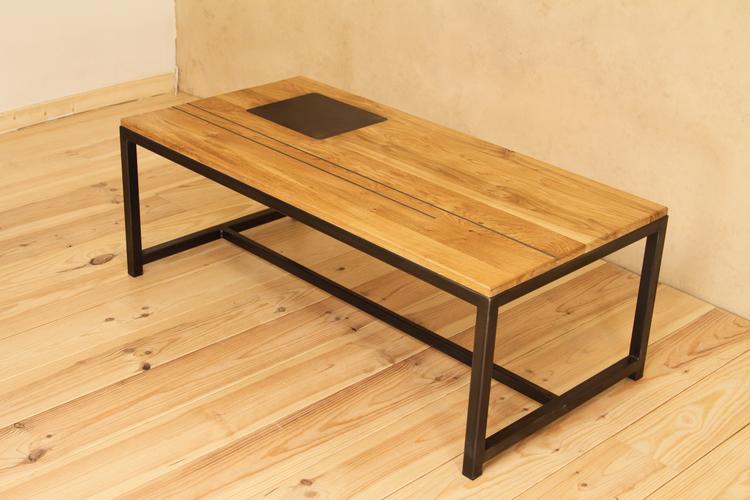 Table basse acier/chêne. Plateau incrusté d'acier.  H 43cm / dimensions 1m20 x 60cm