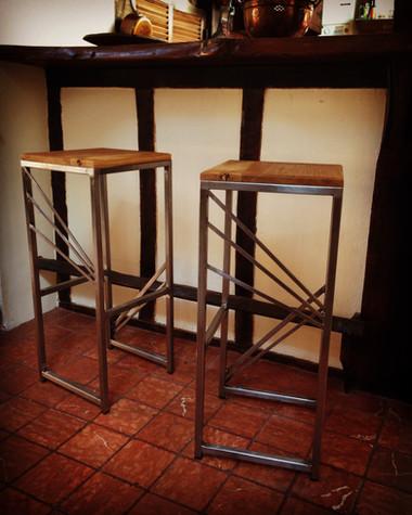Tabourets de bar chêne/acier. H 78cm / Assise 32x32cm