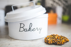 metal-bakery-container-butter-cookies-63