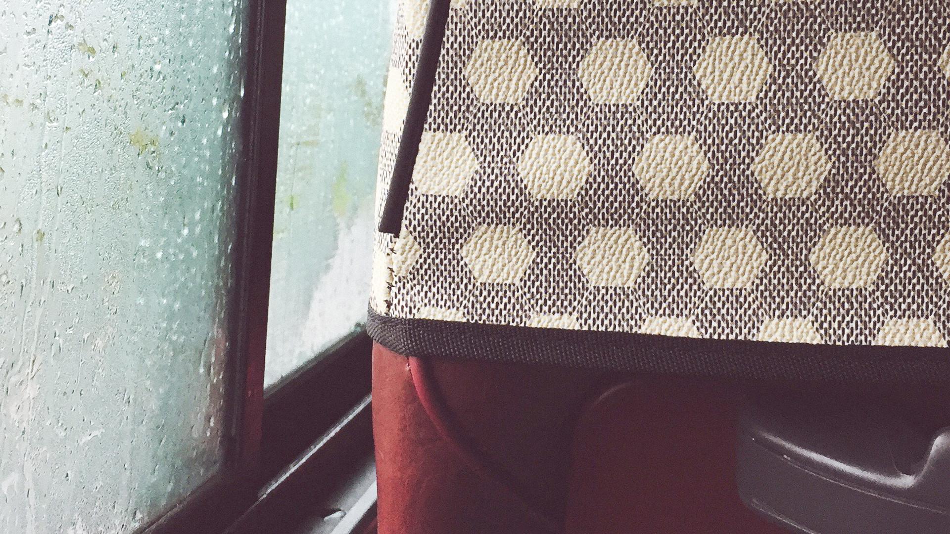 비 오는 날의 버스