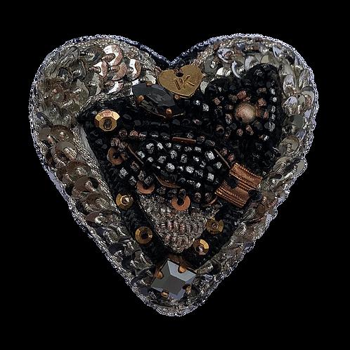 broche brodée coeur noir cuivre